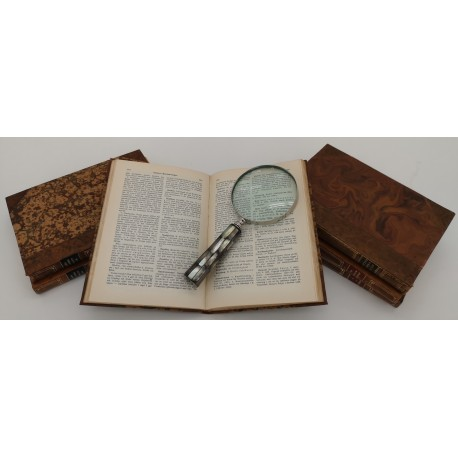 Magnifying Glass - dark Mother of Pearl handle